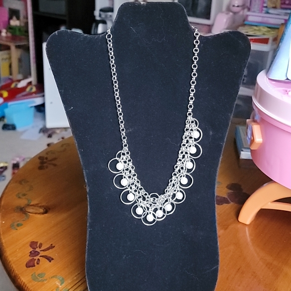Chain link and pearl necklace